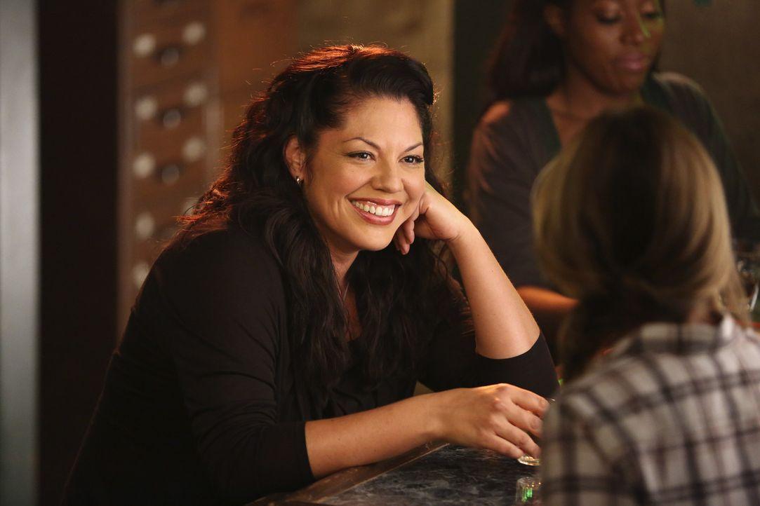 Genießt ihre neue Freiheit mit Freunden: Callie (Sara Ramirez) ... - Bildquelle: ABC Studios