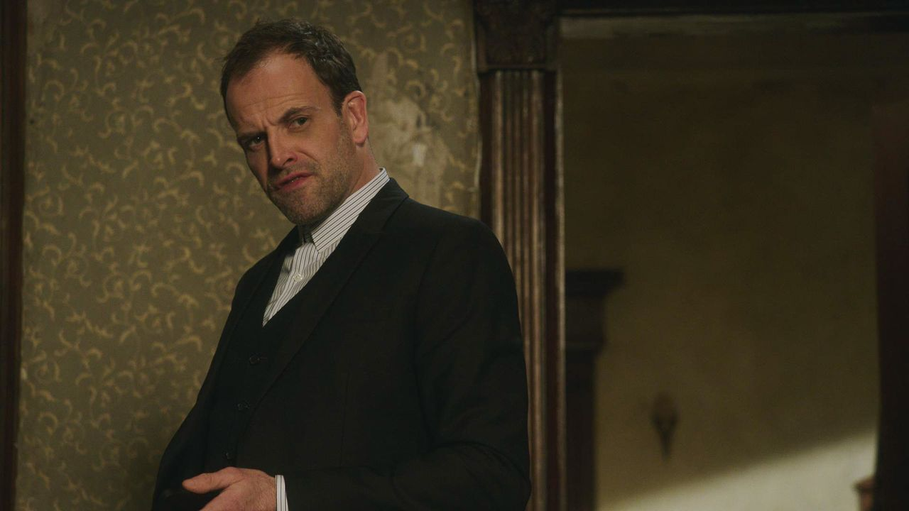 Sherlock Holmes (Jonny Lee Miller) - Bildquelle: 2018 CBS Broadcasting, Inc. All Rights Reserved.