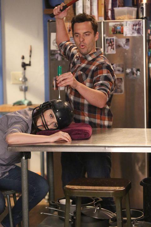 Nick (Jake Johnson, r.) ist ganz verzückt, als er erfährt, dass Jess (Zooey Deschanel, l.) einen Sex-Traum mit ihm hatte, doch als er sie darüber au... - Bildquelle: Patrick McElhenney 2016 Fox and its related entities.  All rights reserved.