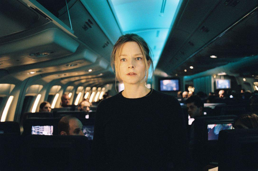 Kyle Pratt (Jodie Foster) beschließt nach dem Tod ihres Mannes, mit ihrer Tochter Julia auszuwandern. Im Flieger, der sie in die USA bringen soll, l... - Bildquelle: Touchstone Pictures.  All rights reserved