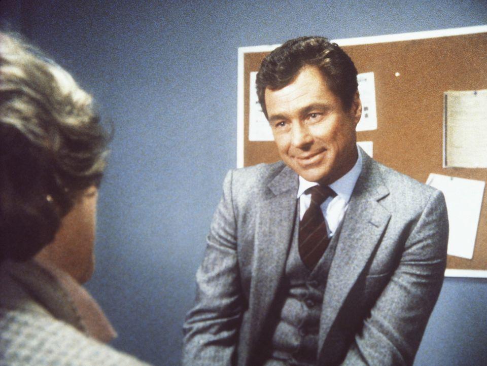 Hennessey (Edward Winter, r.) macht seiner ihm unterstellten Mitarbeiterin Cagney (Sharon Gless) immer wieder eindeutige Angebote. Als sie ihn zurü... - Bildquelle: ORION PICTURES CORPORATION. ALL RIGHTS RESERVED.