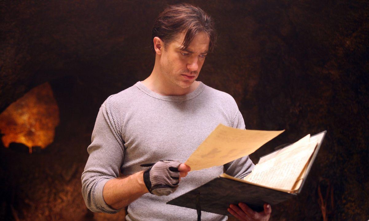 Findet im Tagebuch seines verstorbenen Bruders einen an ihn gerichteten Brief: Trevor (Brendan Fraser) ... - Bildquelle: 2007 New Line Productions, Inc. and Walden Media, LLC.