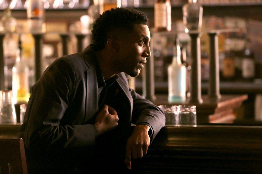 Wird es Vincent (Yusuf Gatewood) gelingen einen neuen Anhänger für die Machenschaften seiner Mutter zu finden - einen, der Klaus und Elijah treffen... - Bildquelle: Warner Bros. Television