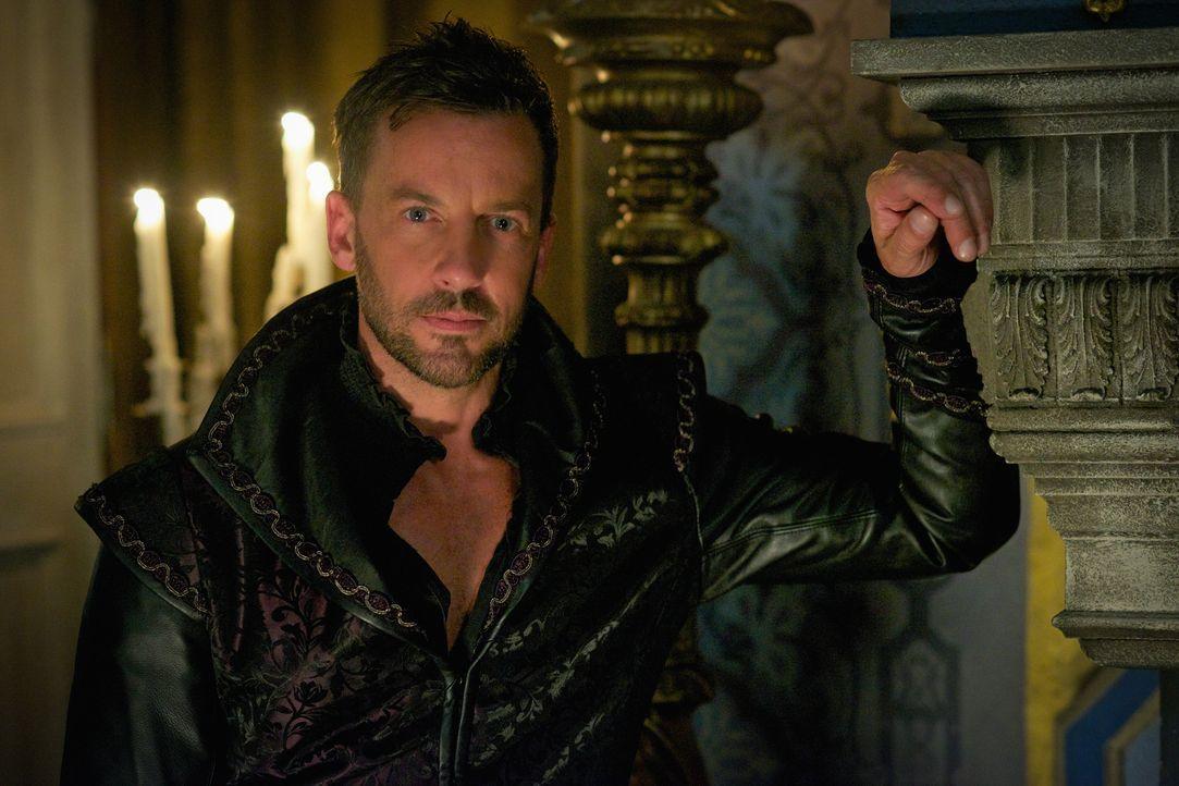 Lord Narcisse (Craig Parker) kommt mit einer schlechten Nachricht zu Mary und Francis, doch noch ahnt keiner, wie schlecht es für Mary ausgehen wird... - Bildquelle: Sven Frenzel 2015 The CW Network, LLC. All rights reserved.