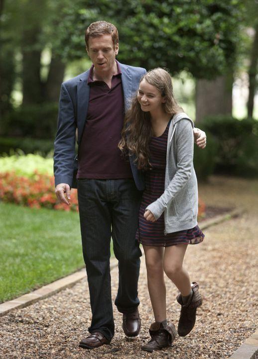 Die schmerzgeplagte Dana (Morgan Saylor, r.) setzt Finn unter Druck, endlich ihr Geheimnis offenbaren zu können. Ihr Vorhaben, mit der Wahrheit rau... - Bildquelle: 20th Century Fox International Television