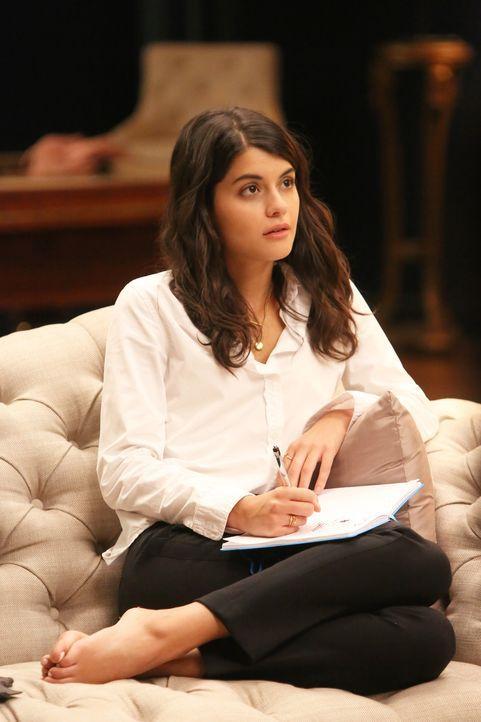 Das kann Sabrina (Sofia Black-D'Elia) nicht auf sich sitzen lassen. Sie ist fest davon überzeugt, dass sie Alba gut kennt und beschließt einen ganze... - Bildquelle: 2017 Fox and its related entities. All rights reserved.