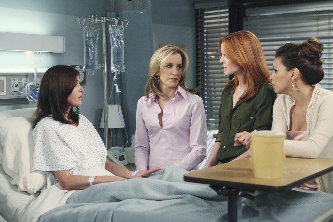 Während Susan (Teri Hatcher, l.) im Krankenhaus liegt, haben Gabrielle (Eva Longoria, r.), Bree (Marcia Cross, 2.v.r.) und Lynette (Felicity Huffman... - Bildquelle: ABC Studios