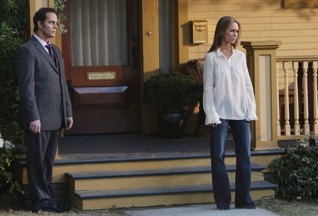 Der Geist von Alan Walters (Todd Stashwick, l.) sucht Melinda (Jennifer Love Hewitt, r.) heim. Er ist der  Autofahrer, der den tödlichen Unfall mit... - Bildquelle: ABC Studios
