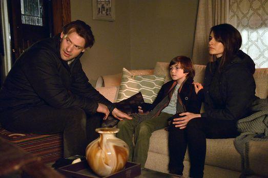 Eph (Corey Stoll, l.) und Nora (Mia Maestro, r.) versuchen Zach (Ben Hyland,...