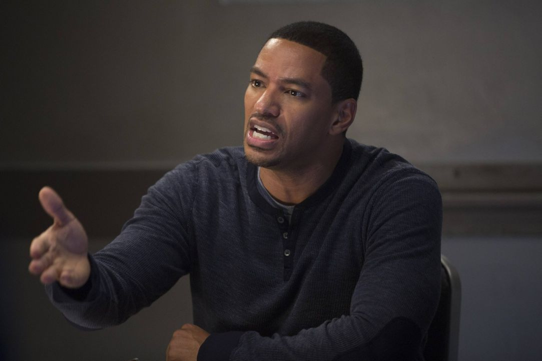 Ein neuer Fall bereitet Billy (Laz Alonso) anfangs Kopfzerbrechen ... - Bildquelle: Warner Bros. Entertainment, Inc.