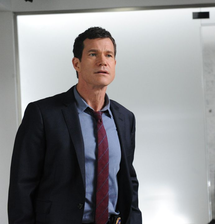 Ermittelt in einem neuen Mordfall: Al (Dylan Walsh) ... - Bildquelle: 2011 CBS Broadcasting Inc. All Rights Reserved.
