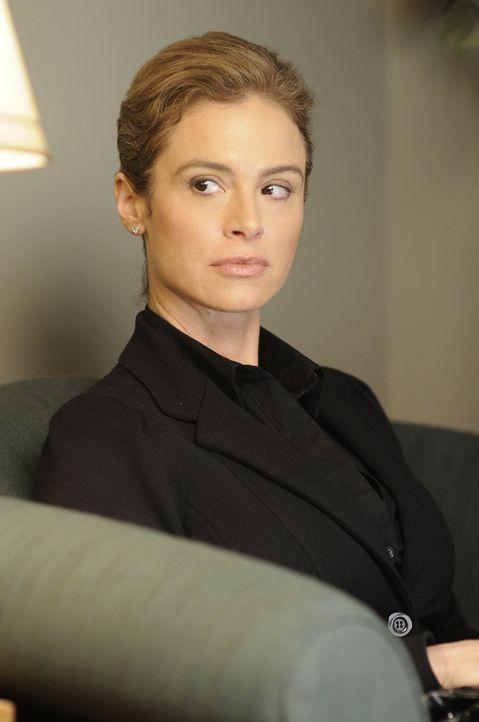 Als Jill (Betsy Russell), Exfrau des verstorbenen Jigsaws, von einem Nachlassverwalter ein Abschiedsvideo sowie eine Truhe überreicht bekommt, ahnt... - Bildquelle: 2007 Lionsgate, Twisted Pictures
