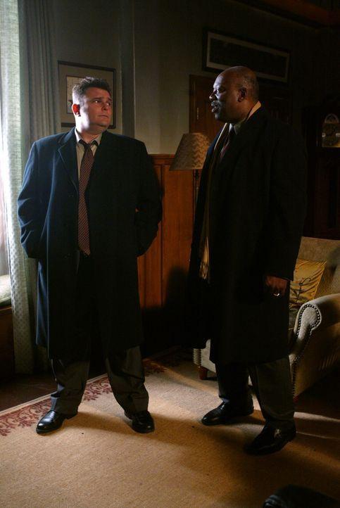 Ein bisher ungeklärter Mordfall aus dem Jahre 1939 bereitet Det. Nick Vera (Jeremy Ratchford, l.) und Det. Will Jeffries (Thom Barry, r.) Kopfzerbr... - Bildquelle: Warner Bros. Television