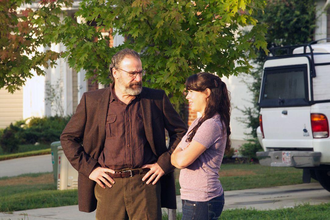 """Saul (Mandy Patinkin, l.) versucht notwendige Informationen im Fall """"Raqim Faisel"""" zu sammeln. Doch so leicht ist das nicht ... - Bildquelle: 20th Century Fox International Television"""