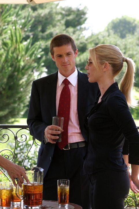 Martin Fitzgerald (Eric Close, l.) und Samantha Spade (Poppy Montgomery, r.) sind ratlos. Wo ist die erfolgreiche Geschäftsfrau Whitney Ridder bloß... - Bildquelle: Warner Bros. Entertainment Inc.