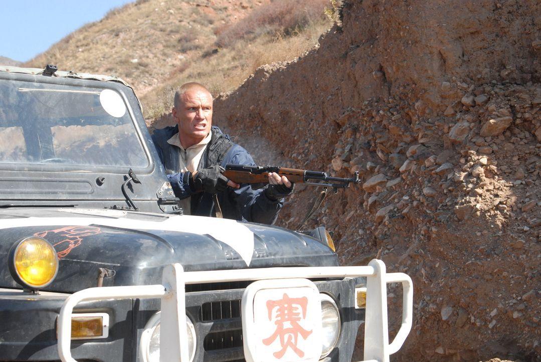 Der Ex-Elitesoldat Xander Ronson (Dolph Lundgren) muss eine Expedition in tiefe Mongolei eskortieren, die auf der Suche nach einem wertvollen Artefa...