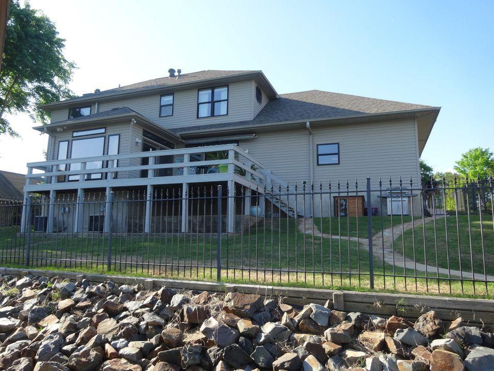 Kann der Charme von Sunset Cove Elizabeth und Scott überzeugen, obwohl es ihr Budget überschreitet? - Bildquelle: 2015,HGTV/Scripps Networks, LLC. All Rights Reserved