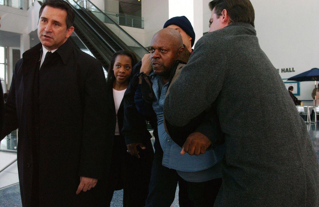 Das unerklärliche Verschwinden von Sean wirft bei Samantha (Poppy Montgomery, r.) viele Fragen auf ... - Bildquelle: Warner Bros. Entertainment Inc.
