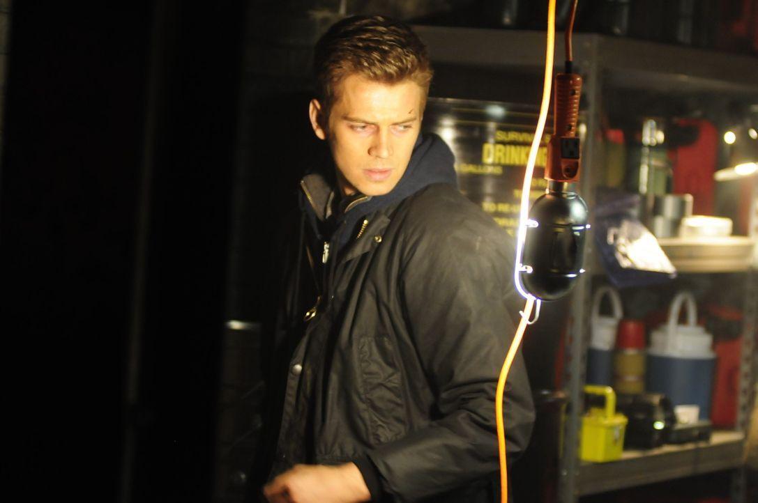 Wenn es dunkel wird, kann nur noch Licht Lukes (Hayden Christensen) Leben retten, aber kein Licht brennt ewig ... - Bildquelle: Koch Media GmbH