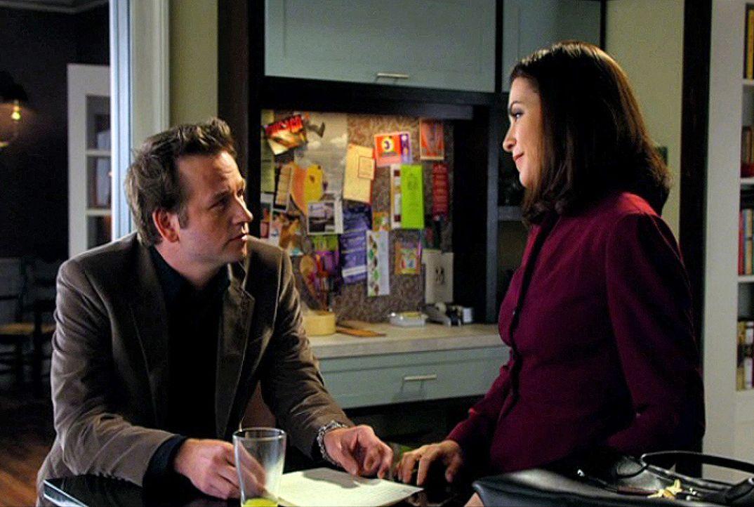 Owen (Dallas Roberts, l.) hat Peter öffentlich als homophob bezeichnet. Seine Schwester Alicia (Julianna Margulies, r.) verlangt von ihm, sich bei... - Bildquelle: CBS Broadcasting Inc. All Rights Reserved