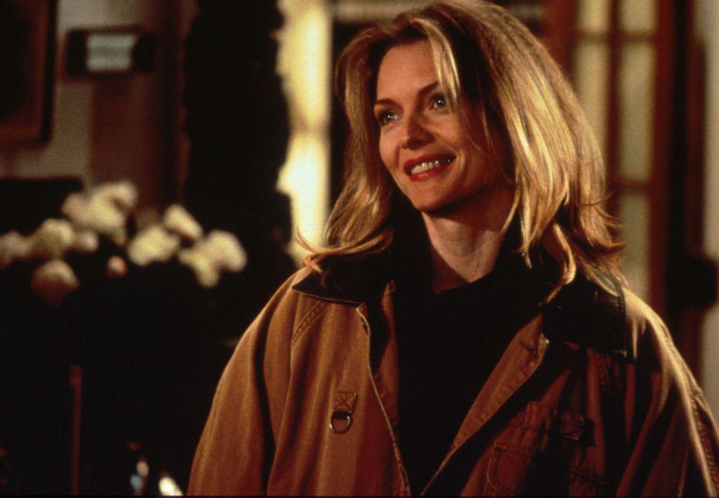 Die schöne Laura (Michelle Pfeiffer) ist von Lektor Will fasziniert ... - Bildquelle: Columbia TriStar