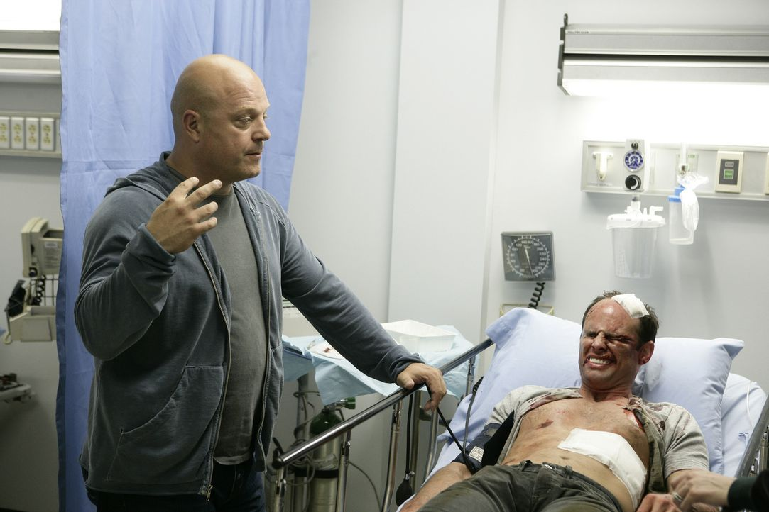 Nachdem sein Kollege Vendrell (Walton Goggins, r.) krankenhausreif geschlagen wurde, schwört Mackey (Michael Chiklis, l.) Rache ... - Bildquelle: 2007 Twentieth Century Fox Film Corporation. All Rights Reserved.