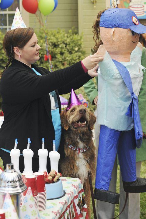 Schmeißt eine Geburtstagsparty für ihren Hund Mr. Cellophane: Dena (Melissa McCarthy) ... - Bildquelle: 2008 American Broadcasting Companies, Inc. All rights reserved.