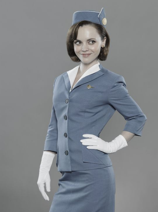 (1.Staffel) - Mit Anstand und Grazie hat Maggie Ryan (Christina Ricci) es bis an die Spitze der Kabinenbesatzung bei Pan Am gebracht ... - Bildquelle: 2011 Sony Pictures Television Inc.  All Rights Reserved.