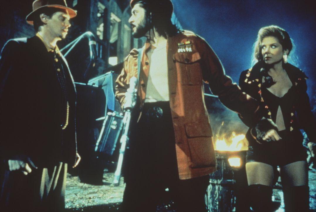 Guerilla-Anführer Cuervo Jones (Georges Corraface, M.) herrscht in der Stadt Los Angeles, die durch ein Erdbeben vom Festland abgetrennt wurde ... - Bildquelle: Paramount Pictures