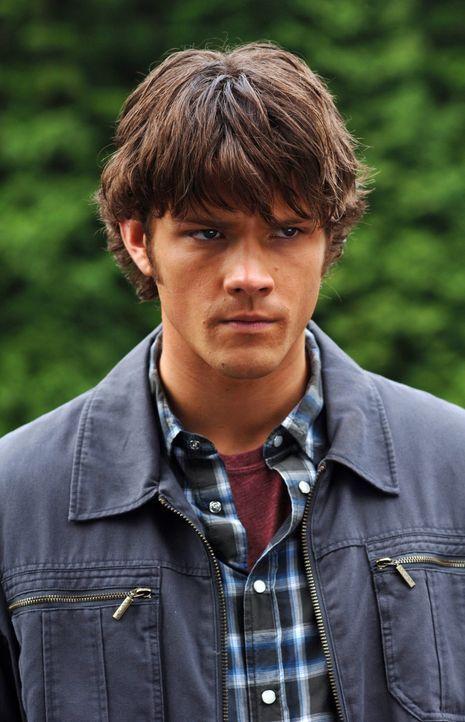 Macht sich auf, das Verschwinden eines jungen Mädchens aufzuklären: Sam (Jared Padalecki) ... - Bildquelle: Warner Bros. Television