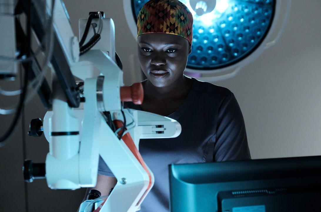 Dr. Okafor (Shaunette Renée Wilson) nutzt die Gelegenheit als eines ihrer größten Idole eingeliefert wird ... - Bildquelle: Guy D'Alema 2018 Fox and its related entities.  All rights reserved./ Guy D'Alema