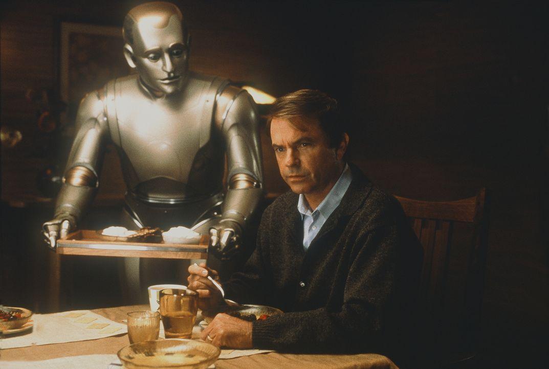 Als perfekter Hausroboter ist Andrew (Robin Williams, l.) darauf programmiert, für Sir (Sam Neill, r.) und seine Familie einfachste Hausarbeiten zu... - Bildquelle: Columbia TriStar Film GmbH