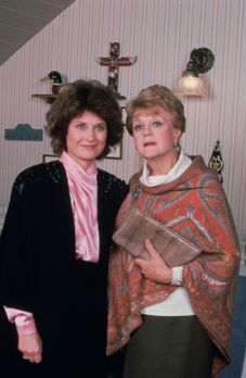 Mord ist ihr Hobby - Der Mann von Eleanor Thane (Diane Baker, l.) wird ermord...