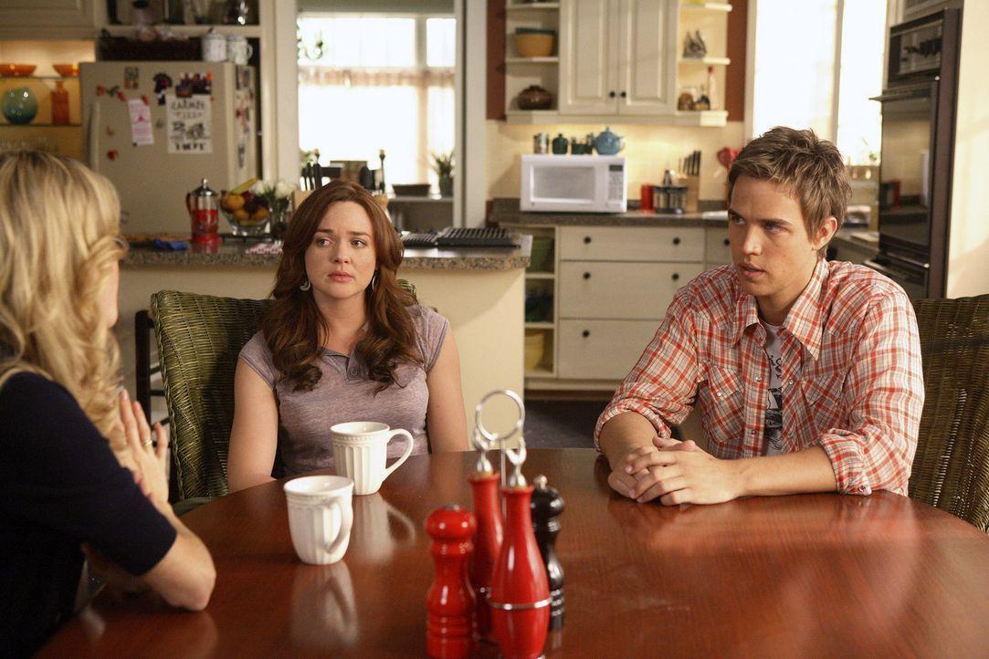 Eine schwierige Situation: Lori (April Matson, M.) und ihre Freunde Amanda (Kirsten Prout, l.) und Declan (Chris Olivero, r.) beraten, wie sie Jessi... - Bildquelle: TOUCHSTONE TELEVISION