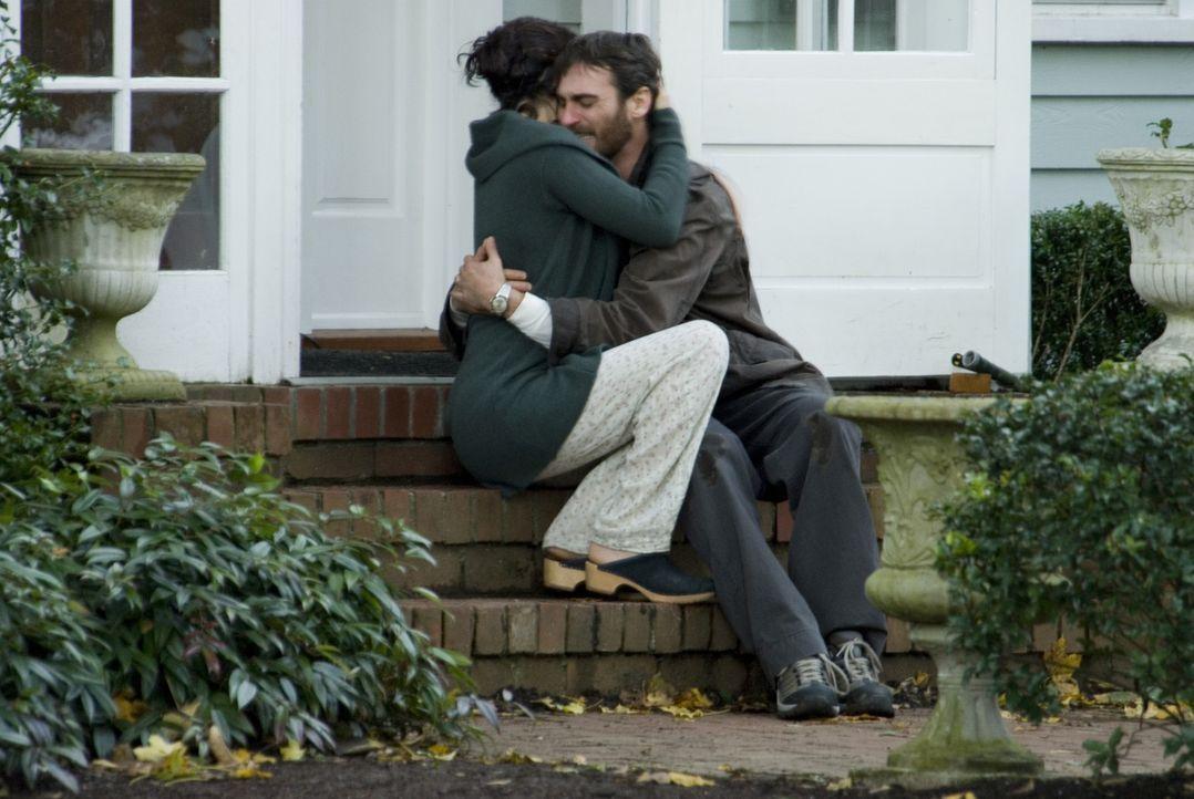 Seit dem Unfalltod ihres 10-jährigen Sohnes finden Ethan (Joaquin Phoenix, r.) und Grace (Jennifer Connelly, l.) nicht mehr häufig den Weg zueinande... - Bildquelle: TOBIS Film