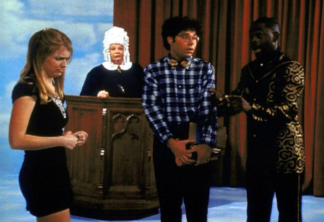 Sabrina (Melissa Joan Hart, l.) beklagt sich bei der Vorsitzenden der Quizmastervereinigung über ihren Quizmaster (Alimi Ballard, r.). Was zur Folg... - Bildquelle: Paramount Pictures