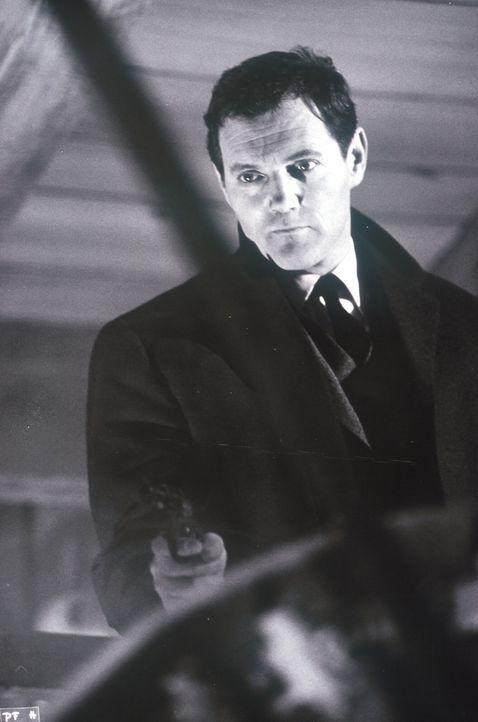 Jimmy Flynn (Harald Leipnitz) erledigt für seinen Boss, den Spielhöllenbesitzer Real, alle unangenehmen Geschäfte - auf seine Weise ... - Bildquelle: Constantin Film