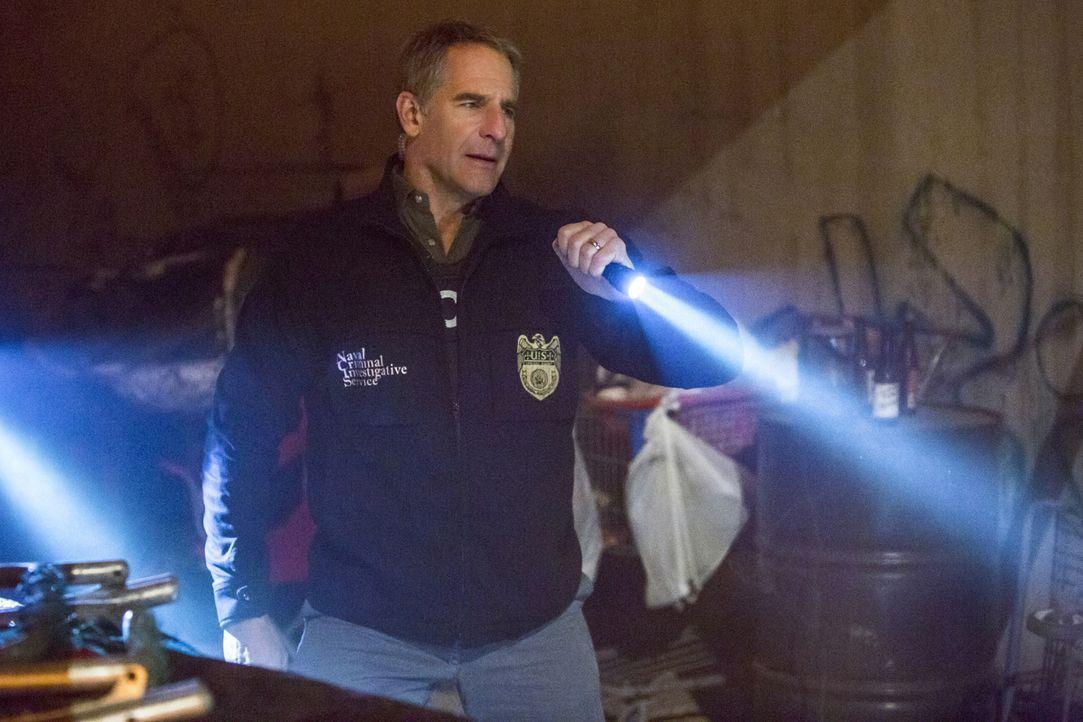 Während einer Kostümparty wurde in einem Stripclub in New Orleans ein Petty Officer erschossen. Pride (Scott Bakula) und sein Team übernehmen die Er... - Bildquelle: 2015 CBS Broadcasting, Inc. All Rights Reserved