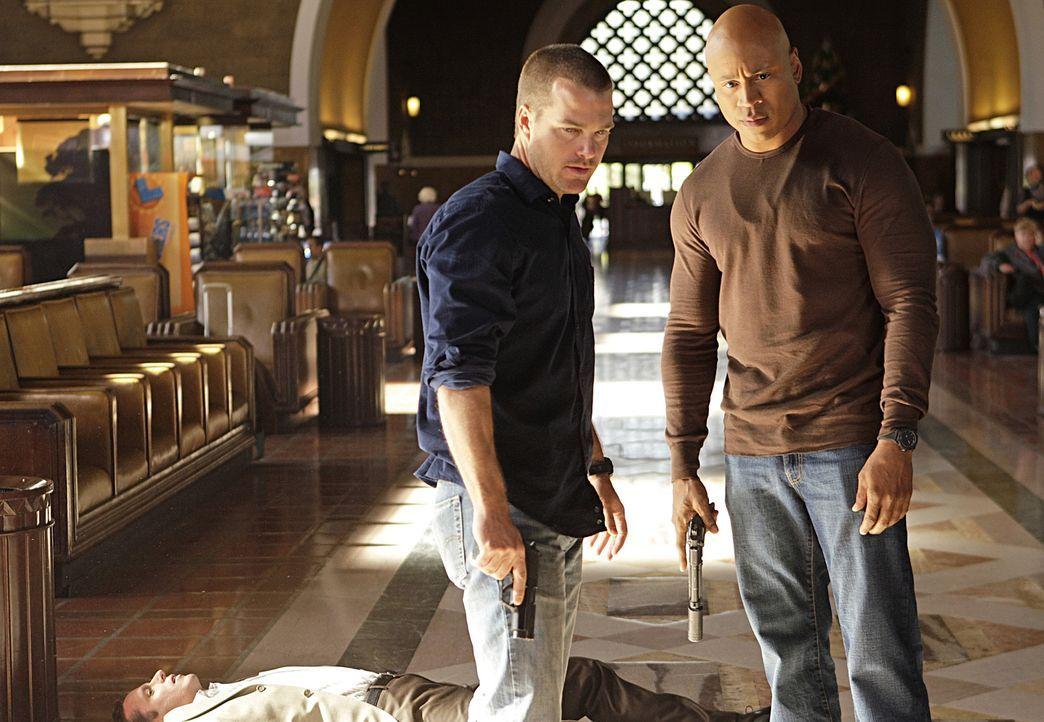 Ermitteln undercover in einem neuen Mordfall: Callen (Chris O'Donnell, l.) und Sam (LL Cool J, r.) ... - Bildquelle: CBS Studios Inc. All Rights Reserved.