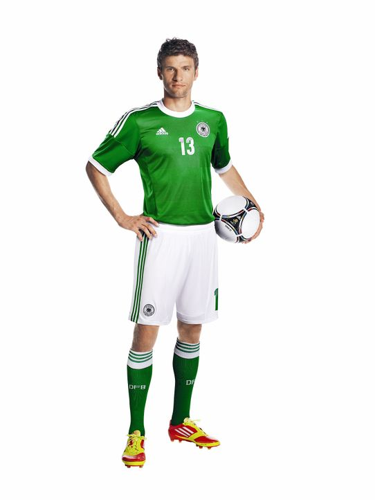 Thomas-Mueller-im-neuen-Away-Jersey-adidas - Bildquelle: adidas