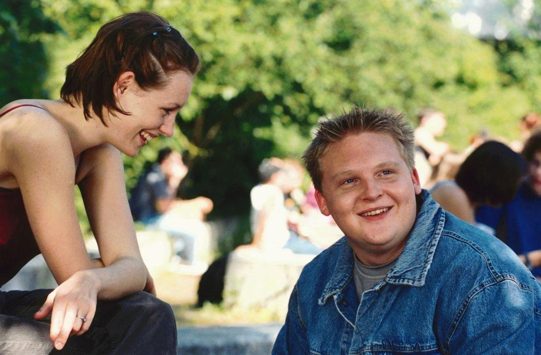 Nie mehr Mathe: die Abiturienten Teresa (Lavinia Wilson, l.) und Dirk (Axel Stein, r.) ... - Bildquelle: Constantin Film