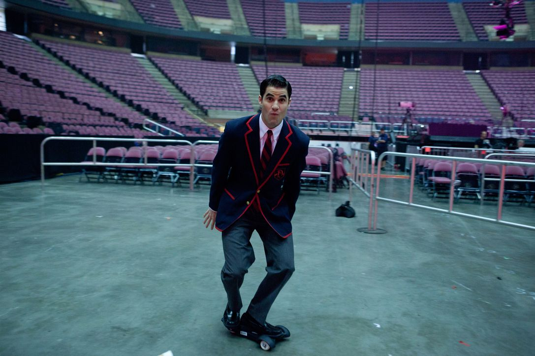 Vor dem Auftritt: Blaine (Darren Criss) ... - Bildquelle: Adam Rose TM and   2011 Twentieth Century Fox Film Corporation.  All rights reserved.
