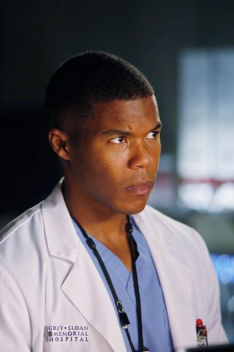 Für eine Operation, bei der ein Tumor entfernt werden soll, will Shane (Gaius Charles) einen speziellen Embolisationskleber benutzen - trotz der Be... - Bildquelle: ABC Studios