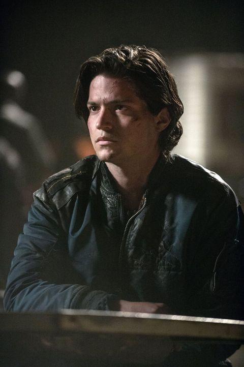 Nachdem Clarke gesehen hat, zu was Finn (Thomas McDonell) fähig ist, ist das Verhältnis zwischen den beiden mehr als angespannt ... - Bildquelle: 2014 Warner Brothers