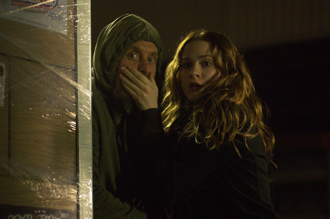 Erst spät bemerken Miranda (Evan Rachel Wood, r.) und Charlie (Michael Douglas, l.), dass Gefahr im Verzug ist ... - Bildquelle: Nu Image