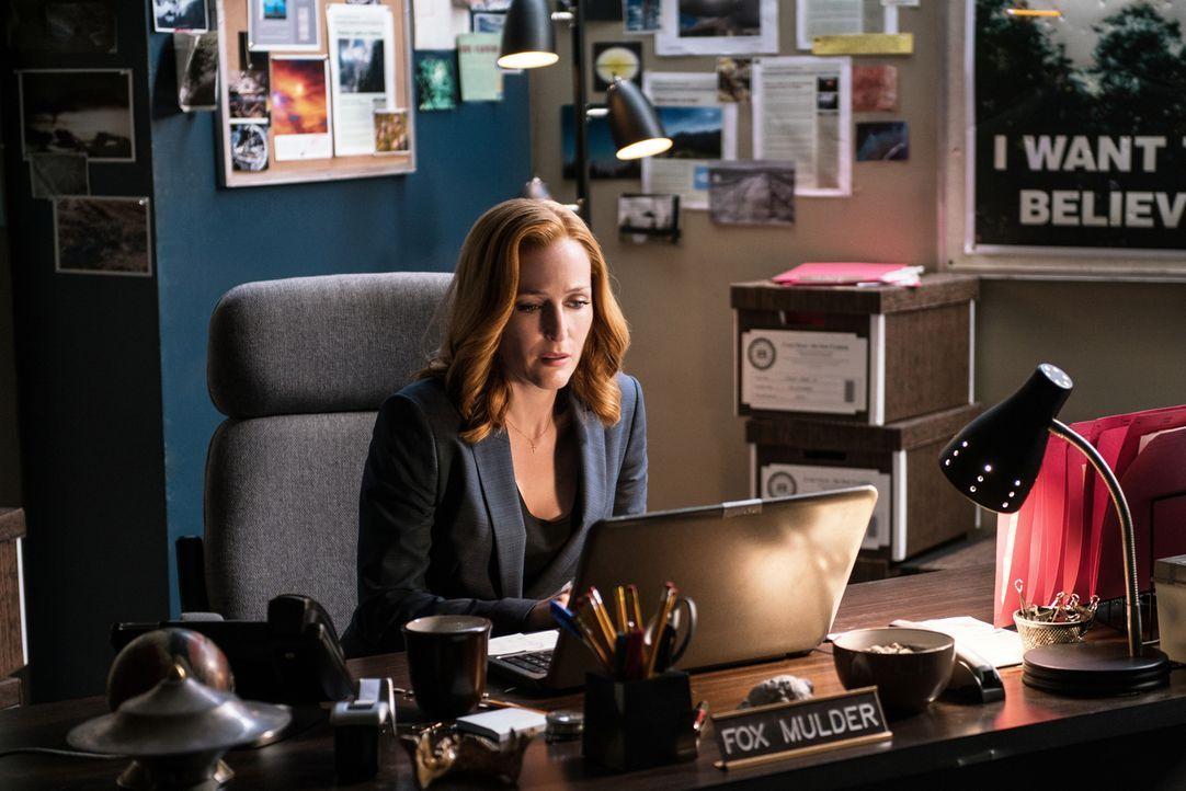 Ein Virus bedroht die Menschheit und Scully (Gillian Anderson) weiß nicht, wo sich Mulder aufhält. Kann ein Hinweis auf seinem Laptop ihr helfen, ih... - Bildquelle: 2016 Fox and its related entities.  All rights reserved.
