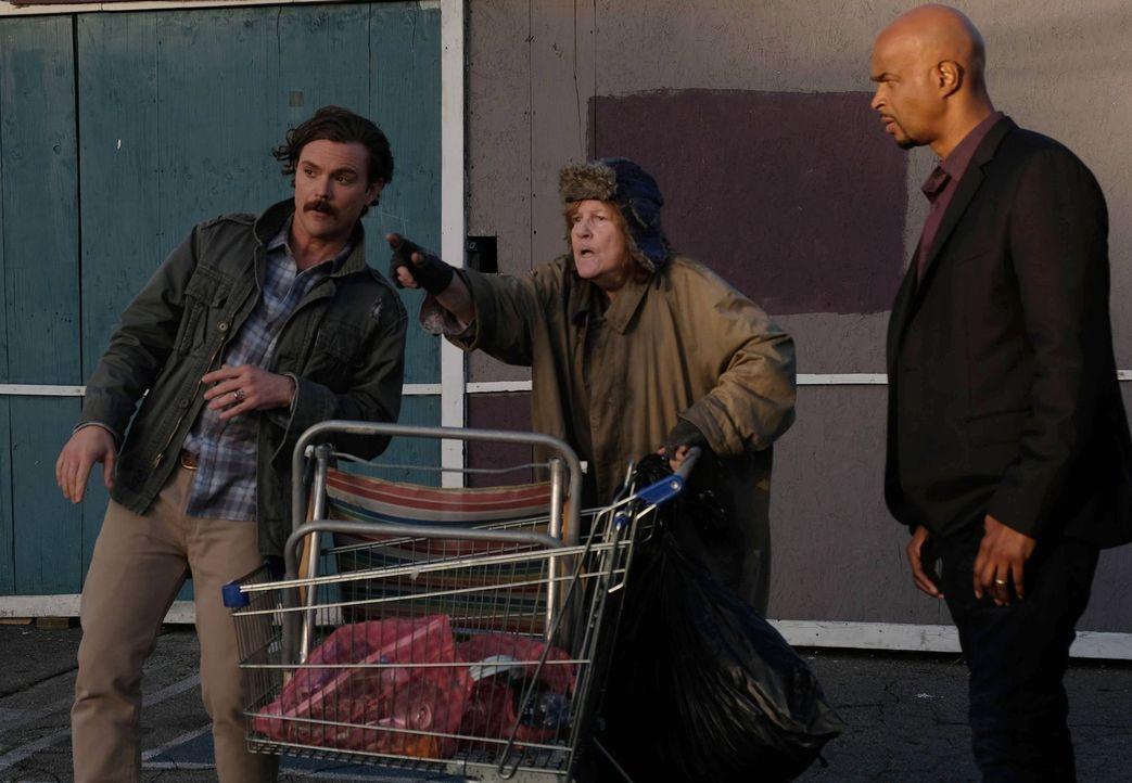 Kann Ellen (Casey Kramer, M.) dem Ermittler-Duo Riggs (Clayne Crawford, l.) und Murtaugh (Damon Wayans, r.) wichtige Hinweise zu ihrem aktuellen Fal... - Bildquelle: 2016 Warner Brothers