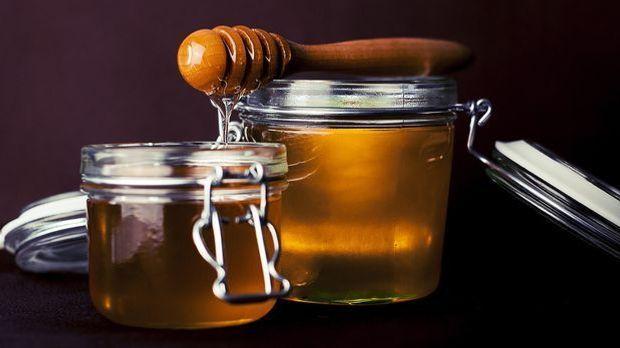 Naturbelassener Honig enthält neben wichtigen Aminosäuren und Mineralstoffen...