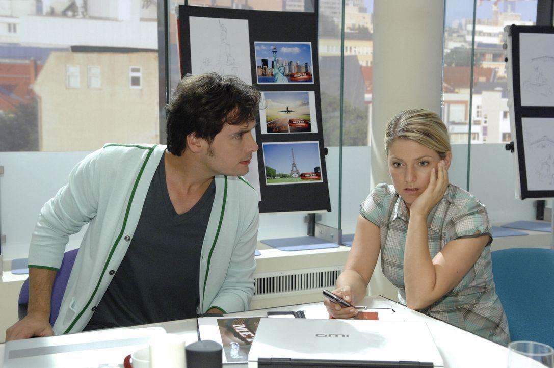 Anna (Jeanette Biedermann, r.) entwickelt mit Alexander (Paul Grasshoff, l.) einen Plan ... - Bildquelle: Sat.1