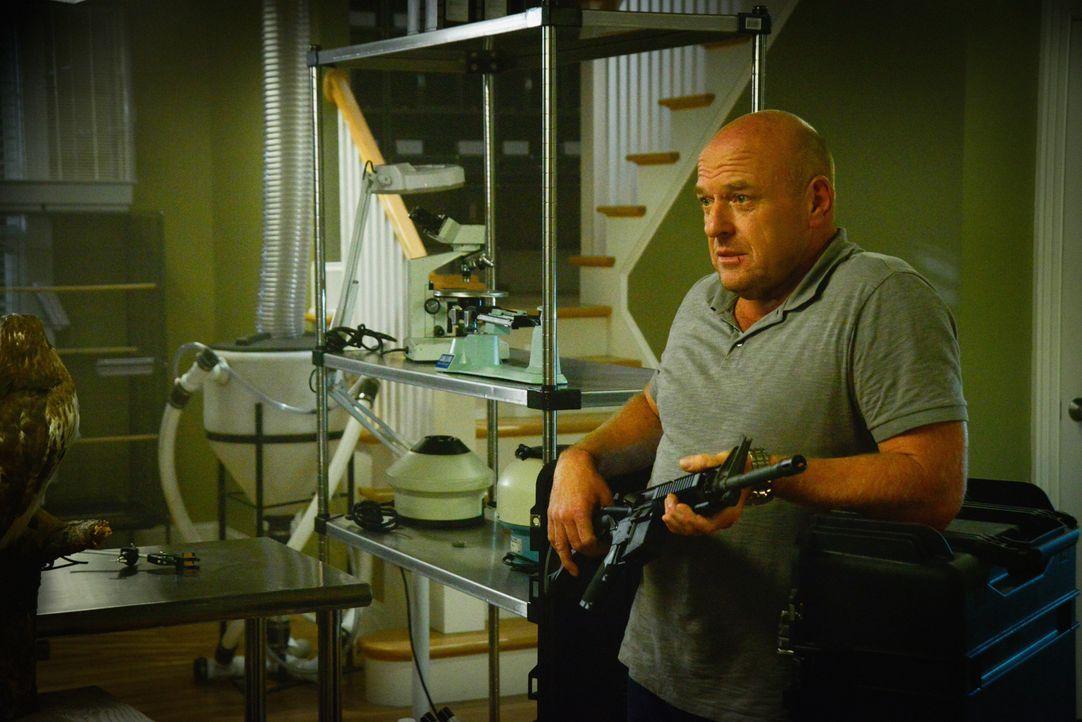 Nachdem die Dinge auf Bird Island aus dem Ruder gelaufen sind, schmiedet Big Jim (Dean Norris) einen neuen Plan ... - Bildquelle: Brownie Harris 2015 CBS Studios Inc.